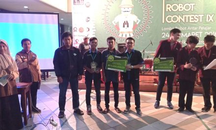 Dengan persiapan mepet, Tim Robot teknik mekatronika Universitas Trunojoyo Madura (UTM) mampu Torehkan Kemenangan di Ajang Java Robotic Competitive (JRC) IX di PENS Surabaya